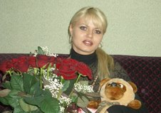 Splendid bouquet of roses and nice Teddy Bear to Melitopol