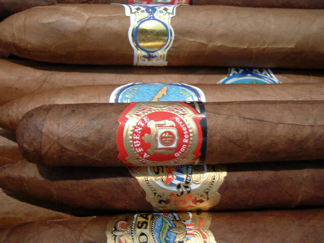 imported-cigars-1423772-640x480