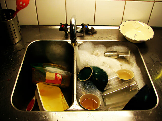 kitchen-sink-1-1417601-640x480