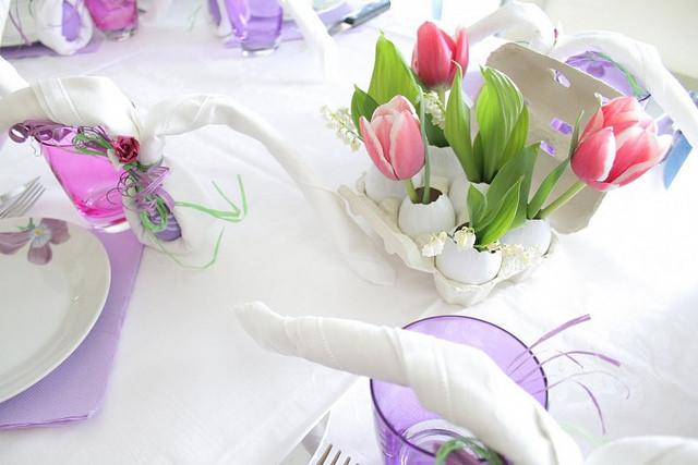 Dye Easter Eggs With Flowers & Make Egg Vases