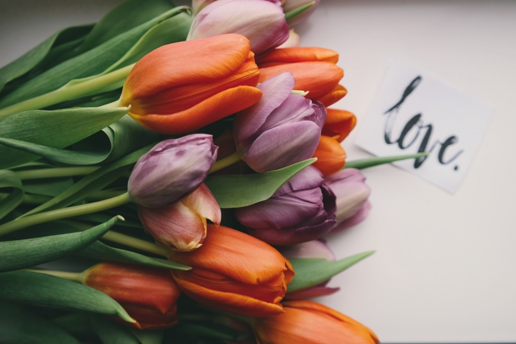 Best Flowers to Send to UAE - Tulips are very popular. RussianFlora Blog